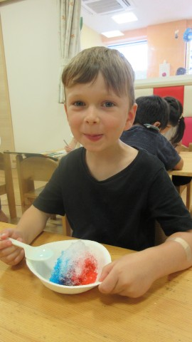 Shaved ice, shaved ice, cold and sweet!